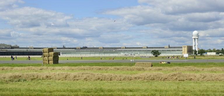 Heuballen auf dem Tempelhofer Feld